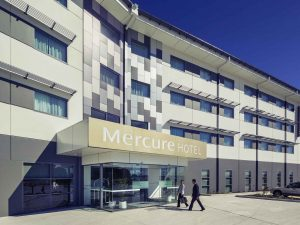 MercureNewcastleAirport exterior 300x225