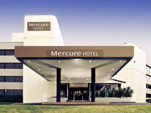 MercurePenrith exterior 300x225