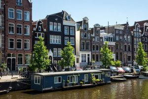 accservices amsterdam 768x514 300x201