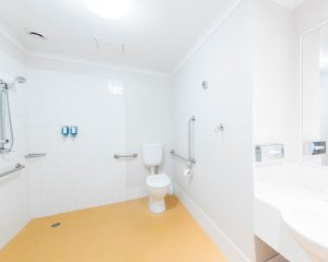 The Woden Hotel bathroom 300x240